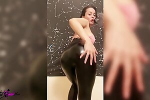 Big-boobed Babe Dance, Masturbate Cunt and Cunt Humping Dildo after Gym