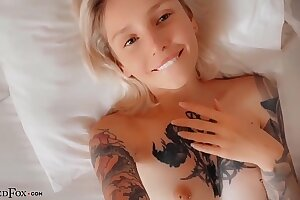 Babe Deep Blowjob and Sultry Fucking In the Bed - Cumshot